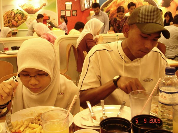 http://www.kapasitor.net/images/iftar2009/DSC02626.JPG